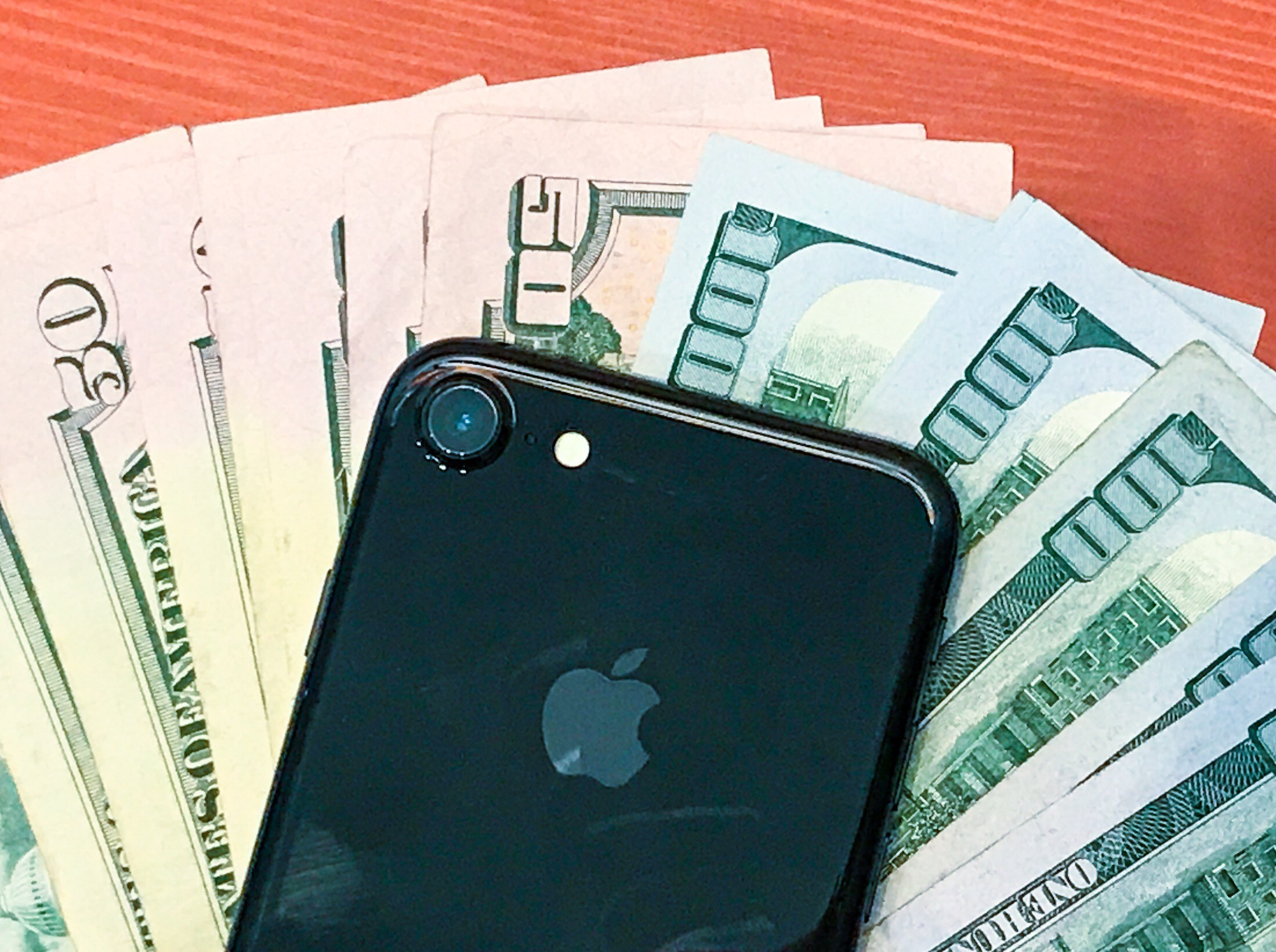 Lock in your iPhone trade in price to sell your iPhone for top dollar ahead of the iPhone 8 release date.